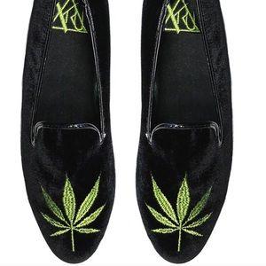 NIB! YRU Embroidered Weed Velvet Loafers Size 10